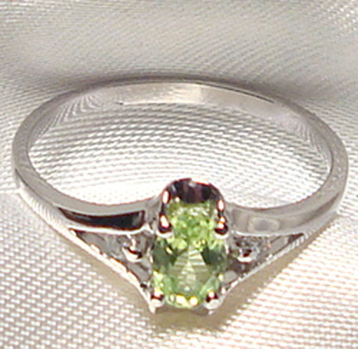 Genuine Faceted Oval Green Peridot .925 Sterling Silver Ring    PD868